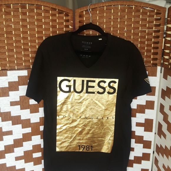 best sneakers 69338 d1136 Guess Other - Men s Guess graphic tee in black and gold.